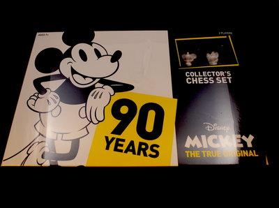 Mickey The True Original Chess Set